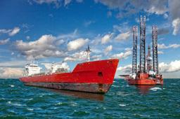 全球首艘2.3万标准箱双燃料动力集装箱船在沪交付