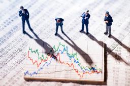 三大股指震荡走低 创业板指跌逾1%