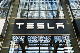 快看,特斯拉更炫酷新车首度亮相!产销大爆发,上海超级工厂产能今年将增3倍