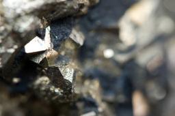国内铁矿石期货主力合约午后跌逾3%