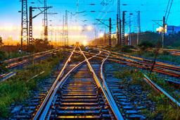 """""""长大后我就成了你"""":""""铁三代""""火车司机一家的除夕"""