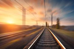 """行走在子夜高铁站里的""""机长"""""""