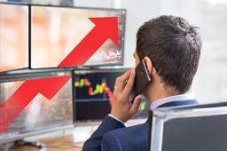 创业板指涨逾3% 券商板块掀涨停潮