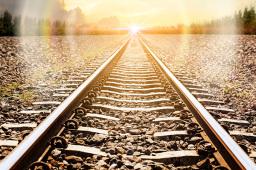 我国首条民营控股高铁杭绍台铁路全线铺轨贯通 预计今年年底开通运营