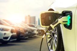 """汽车产业加速向""""双碳""""目标集聚"""