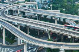 假期第3天 全國主干公路交通仍處高位運行